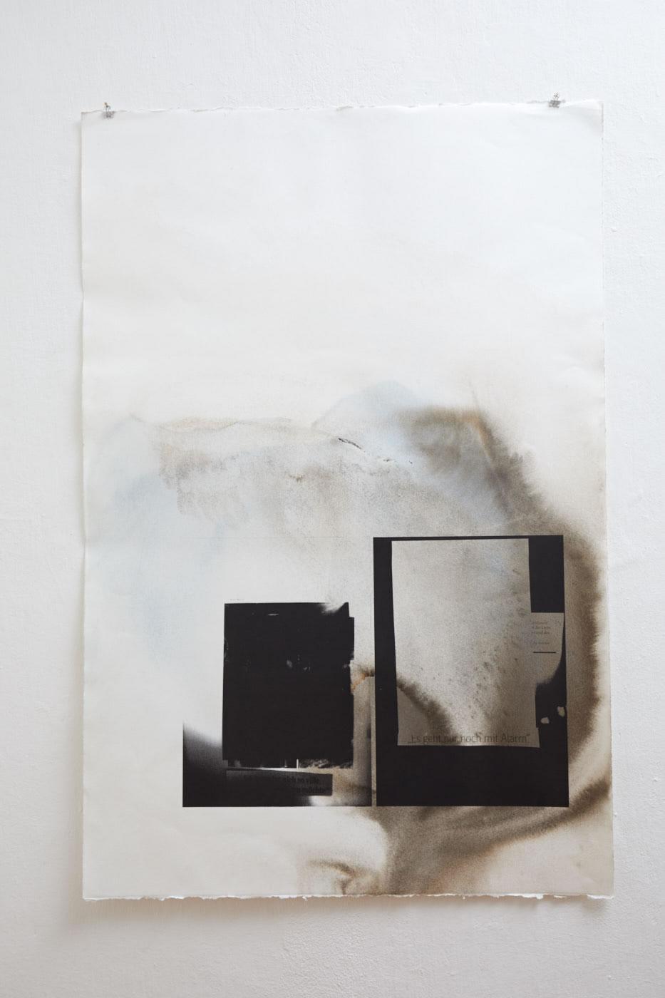 Veronika Dirnhofer | Es geht nur noch mit Alarm | 2016 | Tusche und Siebdruck auf Papier | 120 x 80 cm | Galerie3 | Foto Johannes Puch