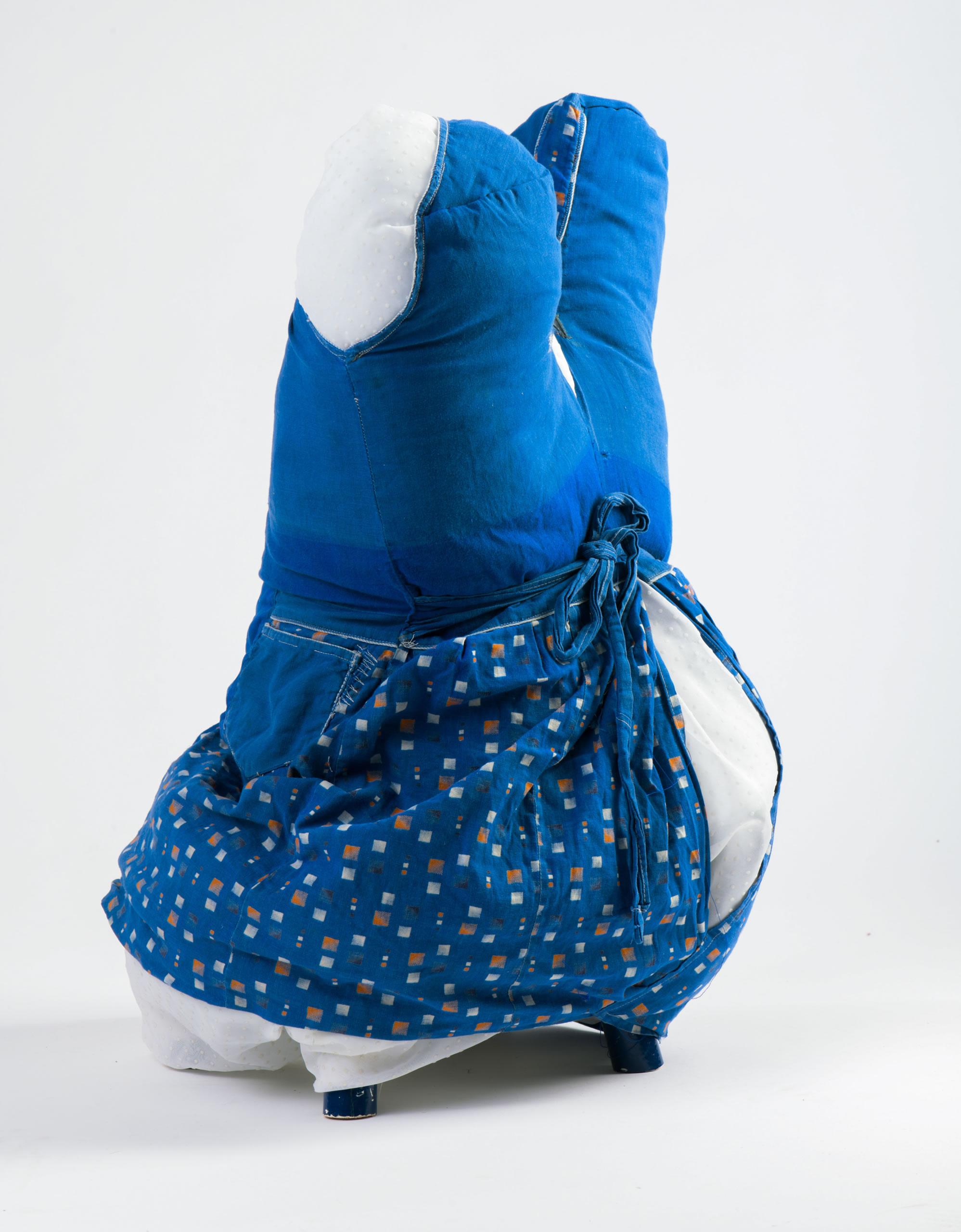 Andrea Vilhena | Still 2019 | Textil | 62 x 37 x 43 cm | Foto Neumüller | Galerie3