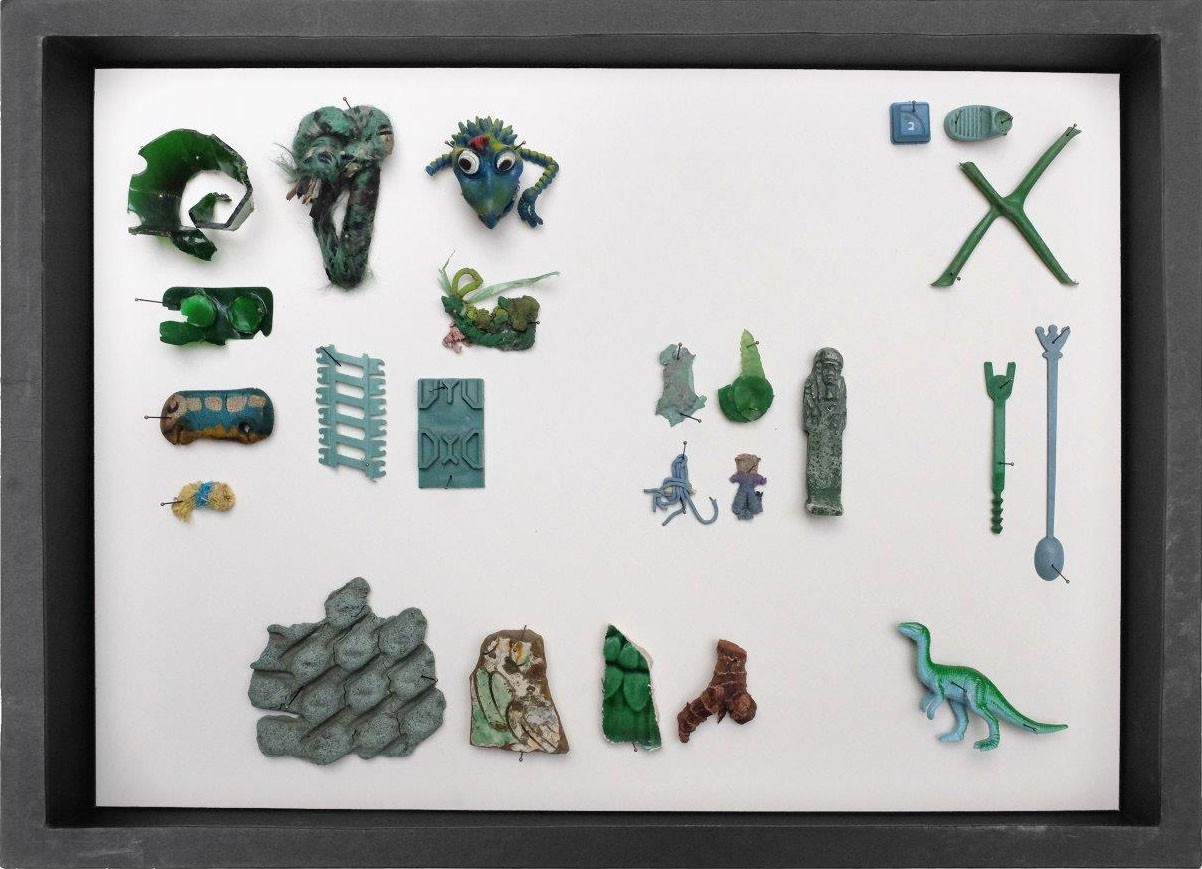 Edith Payer | Series Sloanes Agony | Collected Objects in Displaybox | 40 x 30 x 9 cm | 2018 | box 043 | Galerie3
