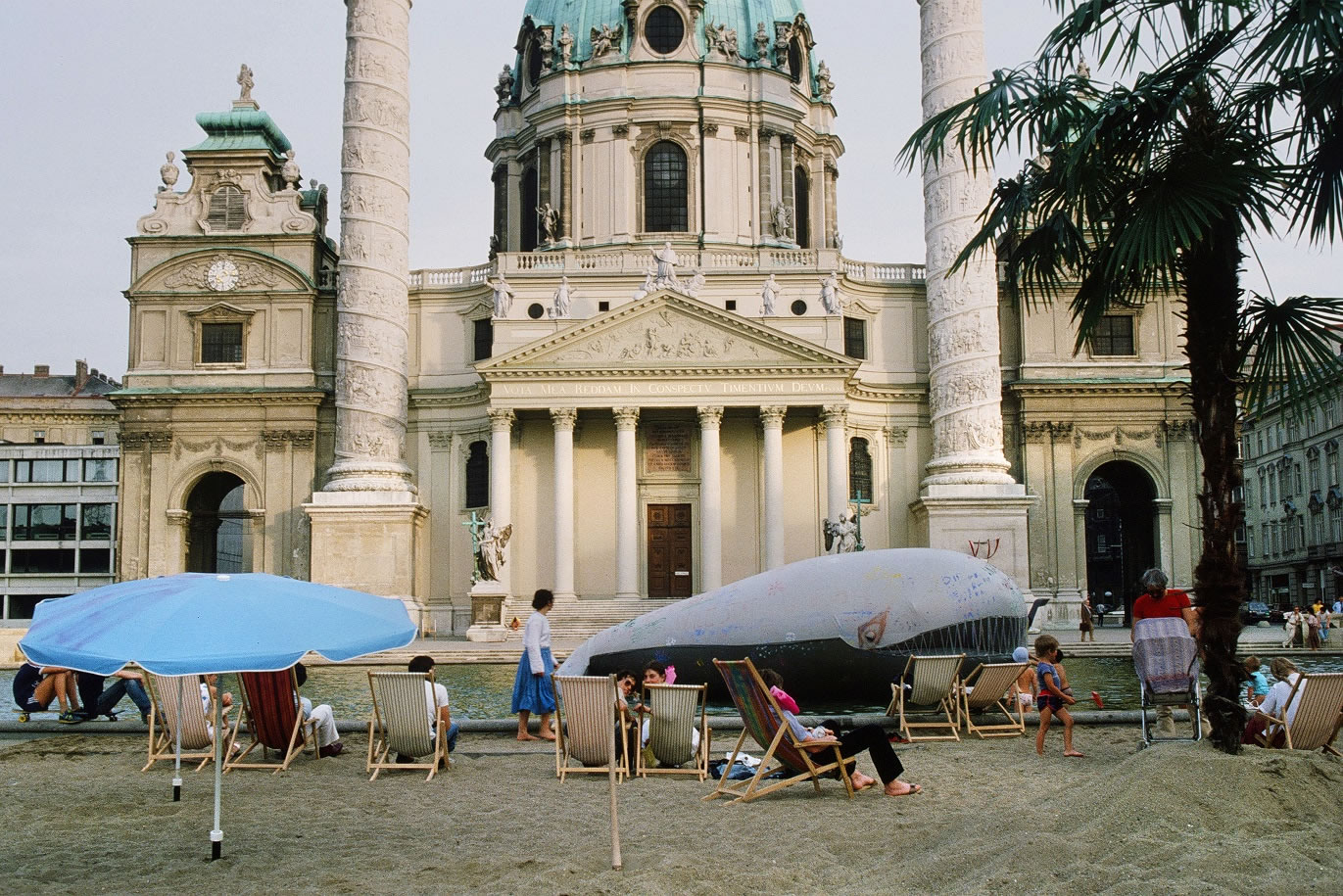 Margot Pilz | Bunt Waal | Kaorle am Karlsplatz 1982 | 2019 | Auflage 1 von 3 | Pigmentdruck auf Baryta | 40x57cm | Art Austia 2019 | Galerie3